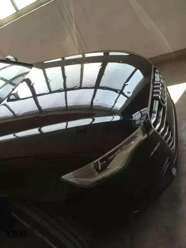 汽车车身凹坑修复前