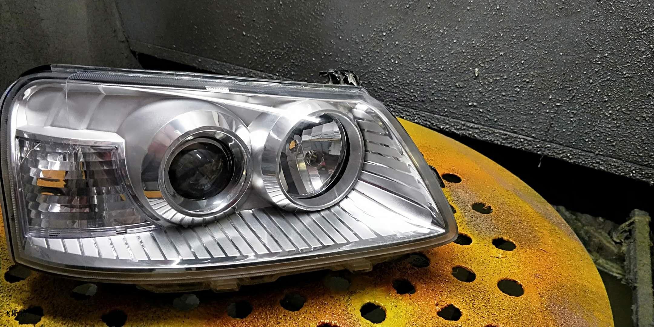 汽车车灯修复后