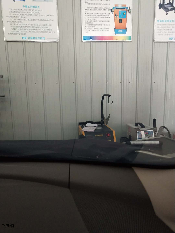 汽車擋風玻璃長裂痕修復