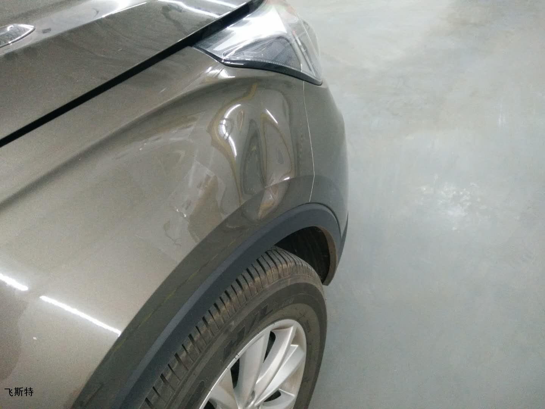 汽车翼子板凹痕