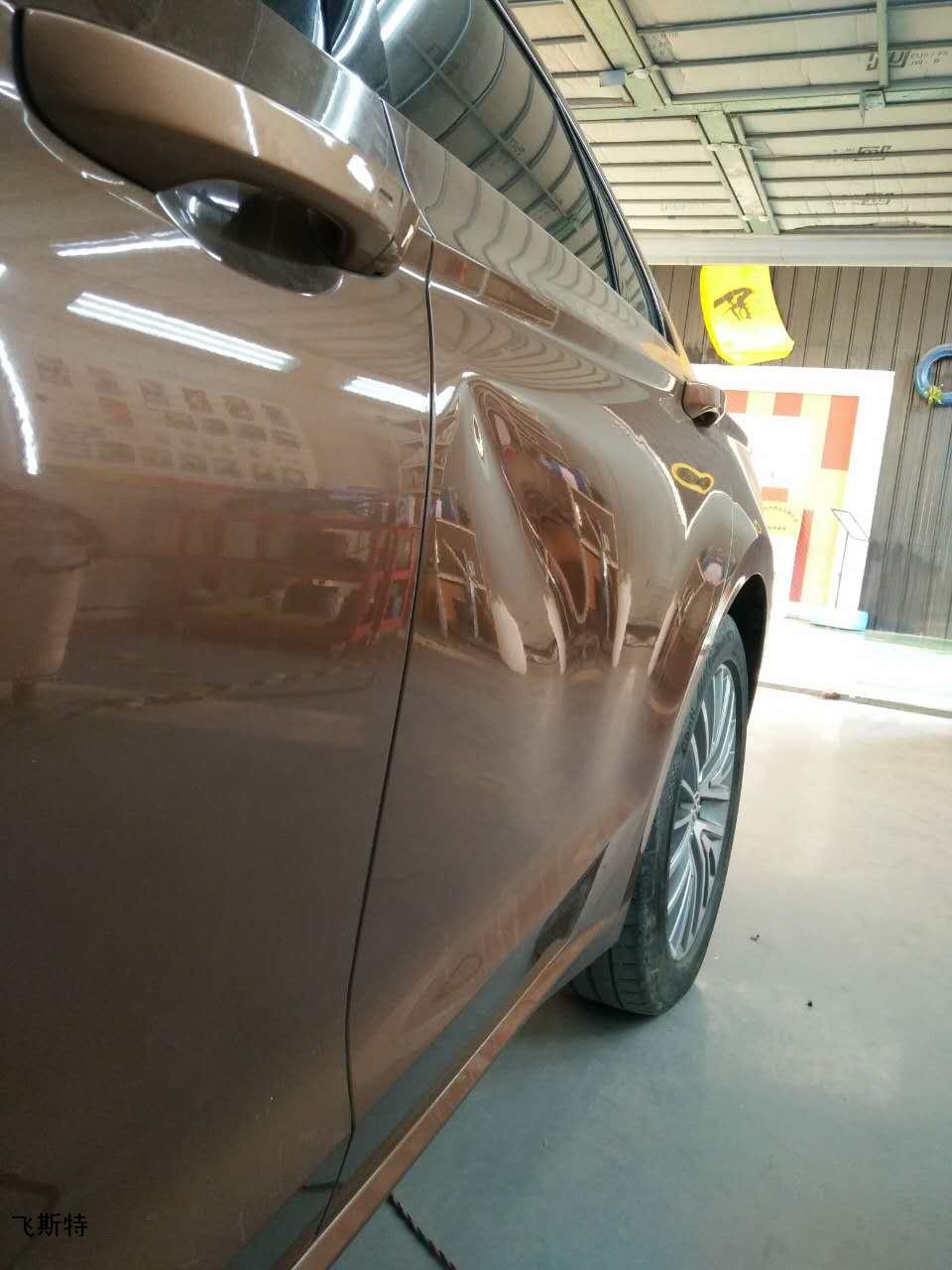 汽车车门凹痕